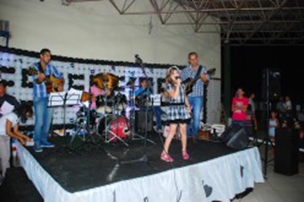Escola Santo Antônio realiza festival da canção