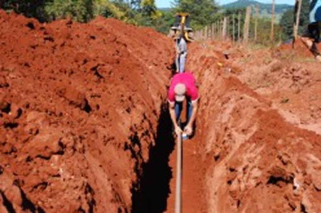Prefeitura instala rede de água no Capim Branco