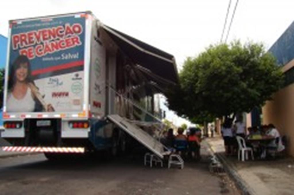 Secretaria de Saúde traz carreta do Hospital de Câncer para Campo Verde