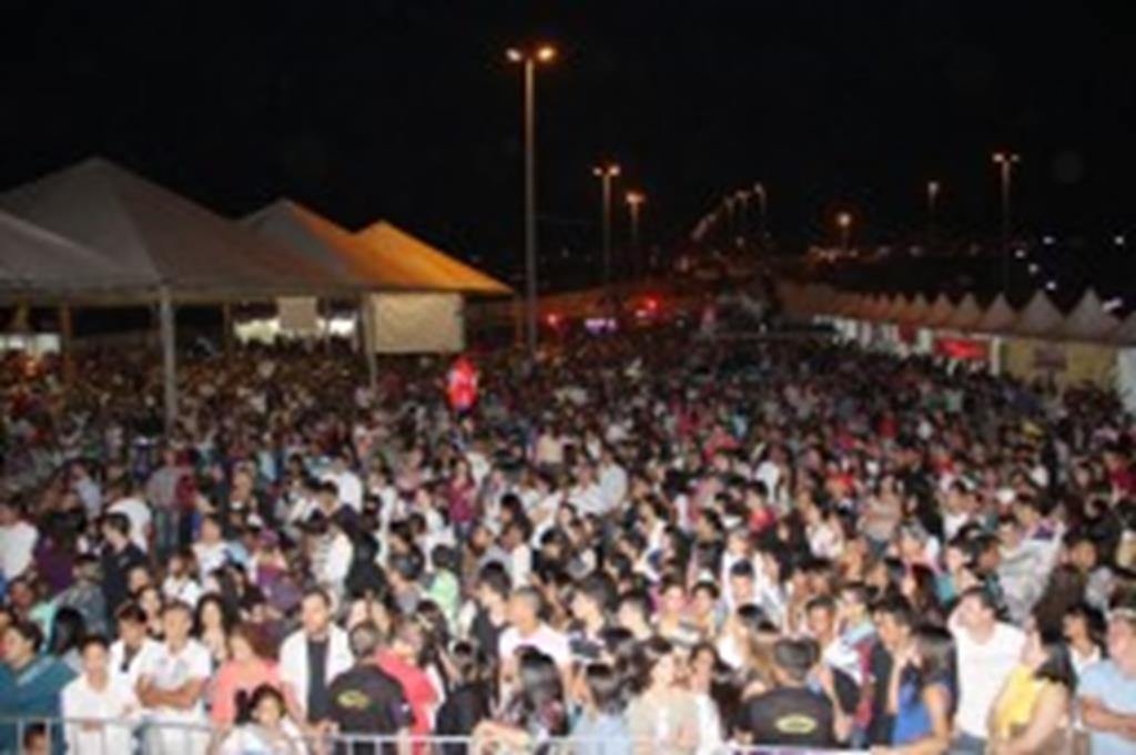 Show de aniversário de Campo Verde levou 10 mil pessoas ao Parque das Araras