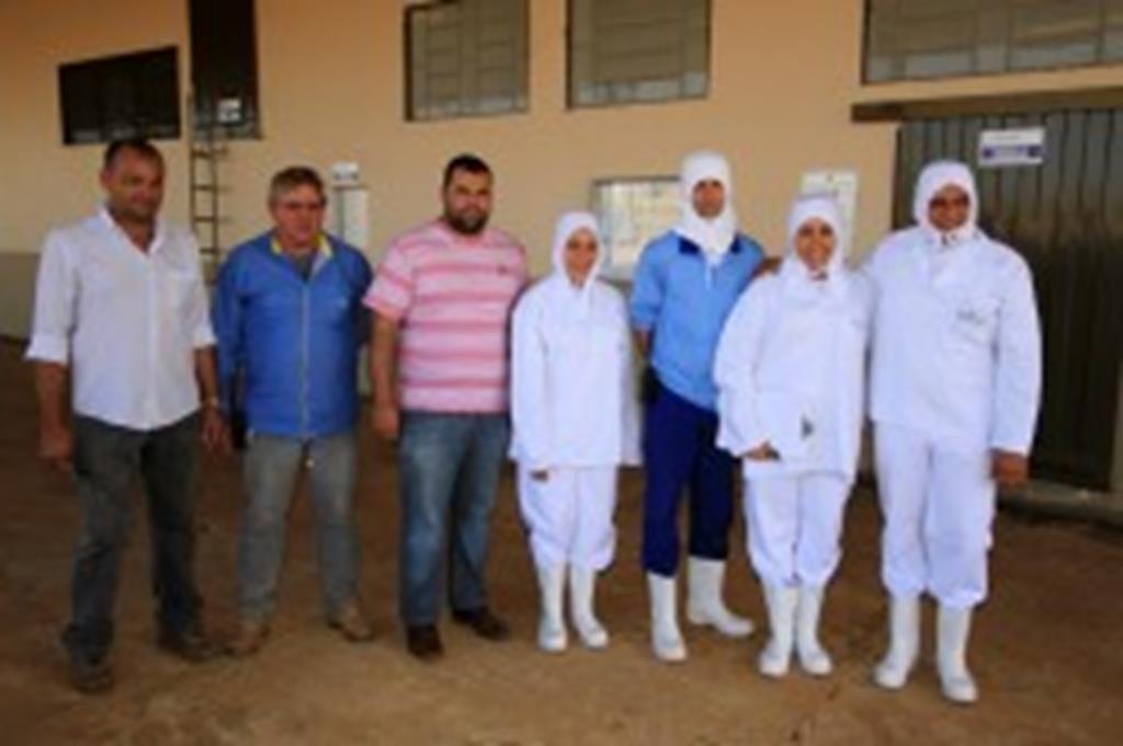 Técnicos da AMM conhecem frigorífico de peixes em Campo Verde