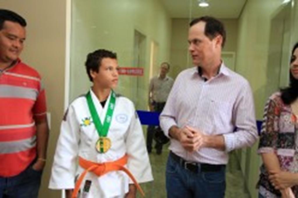 Prefeito e autoridades recepcionam campeão brasileiro de judô
