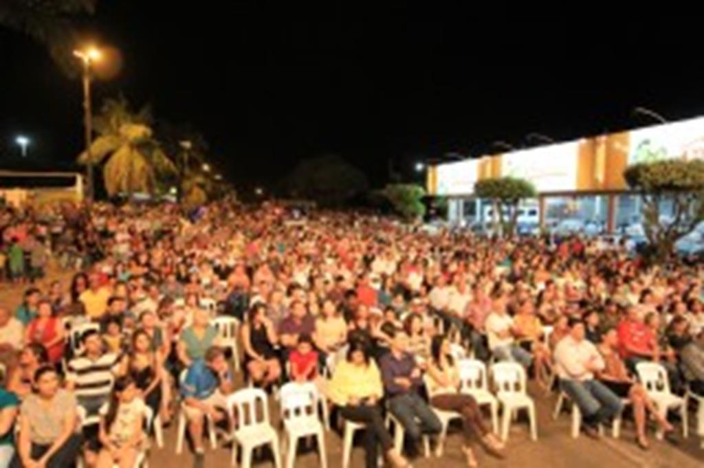 OEMT, Pescuma, Henrique e Claudinho encantam plateia em Campo Verde