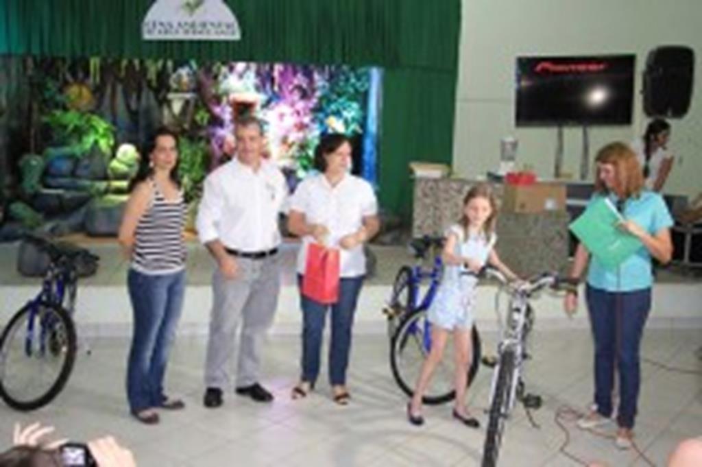 Alunos recebem prêmios do Projeto Campo Limpo