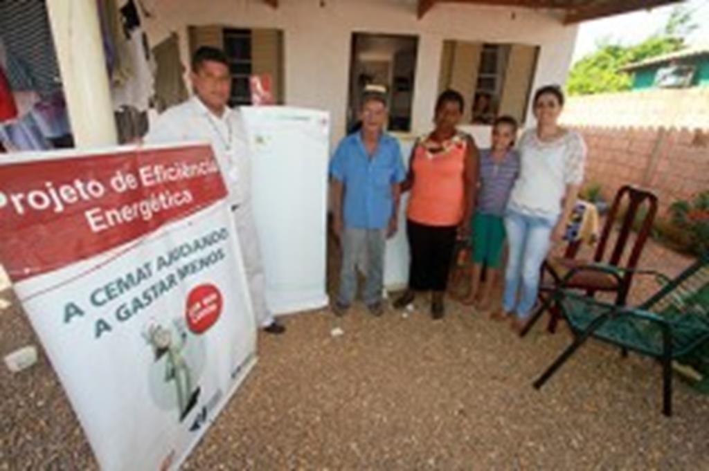 Cemat e Ação Social entregam geladeiras à famílias de Campo Verde