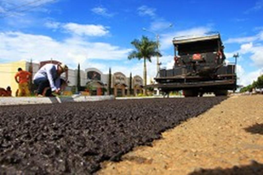 Prefeitura inicia recuperação de avenidas com micro pavimento