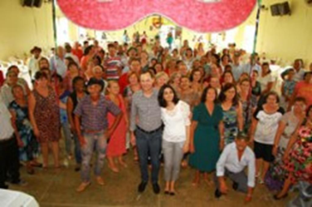Idosos do CAI iniciam atividades com baile de Carnaval