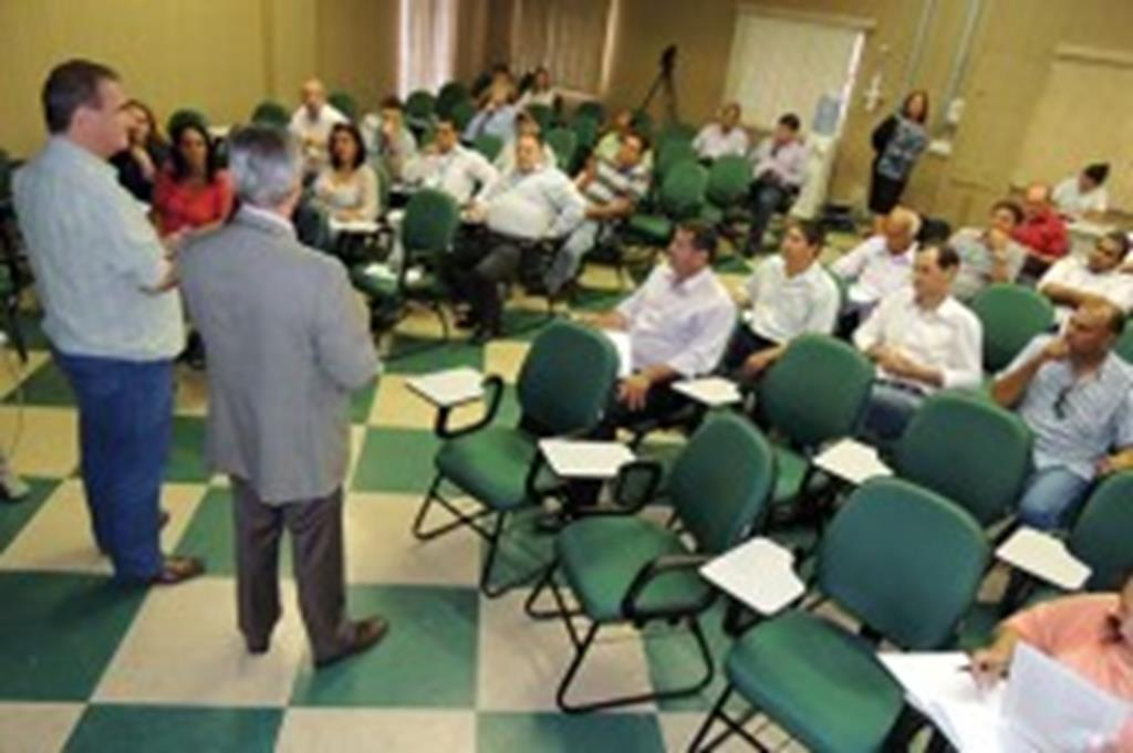Prefeito Fábio participa de reunião sobre gerenciamento de resíduos sólidos