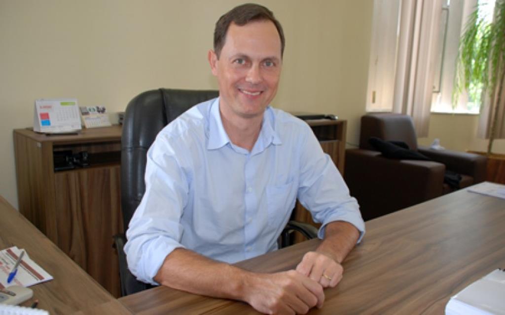 Prefeito busca orientação sobre política nacional de resíduos sólidos