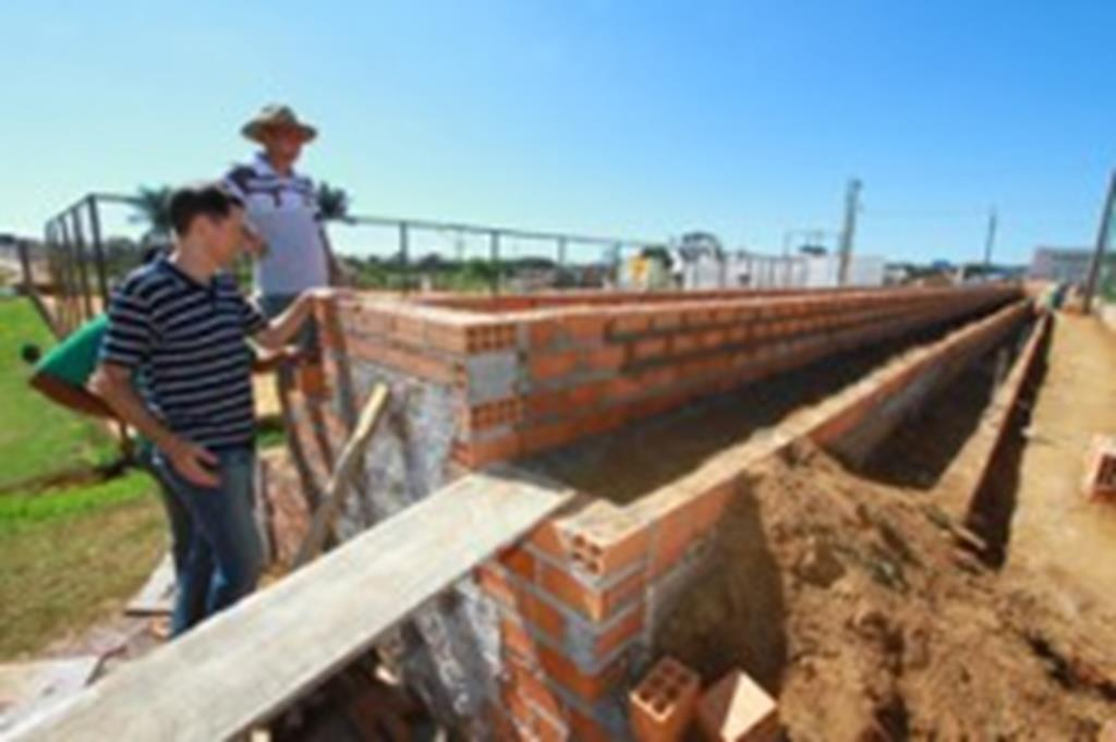 Prefeito visita obras de revitalização da Área de Lazer Recanto do Sol