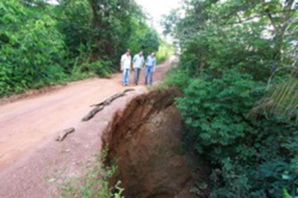 Prefeito vistoria obras de recuperação de estradas no Santo Antônio da Fartura