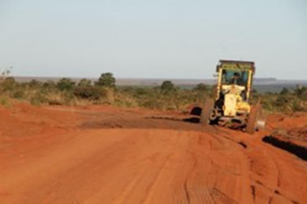 Prefeitura recupera estradas na Agrovila