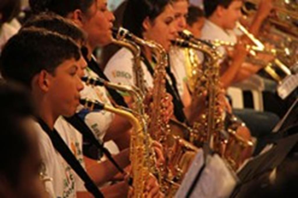 Alunos da Orquestra Jovem de Campo Verde participam de festival em Mutum