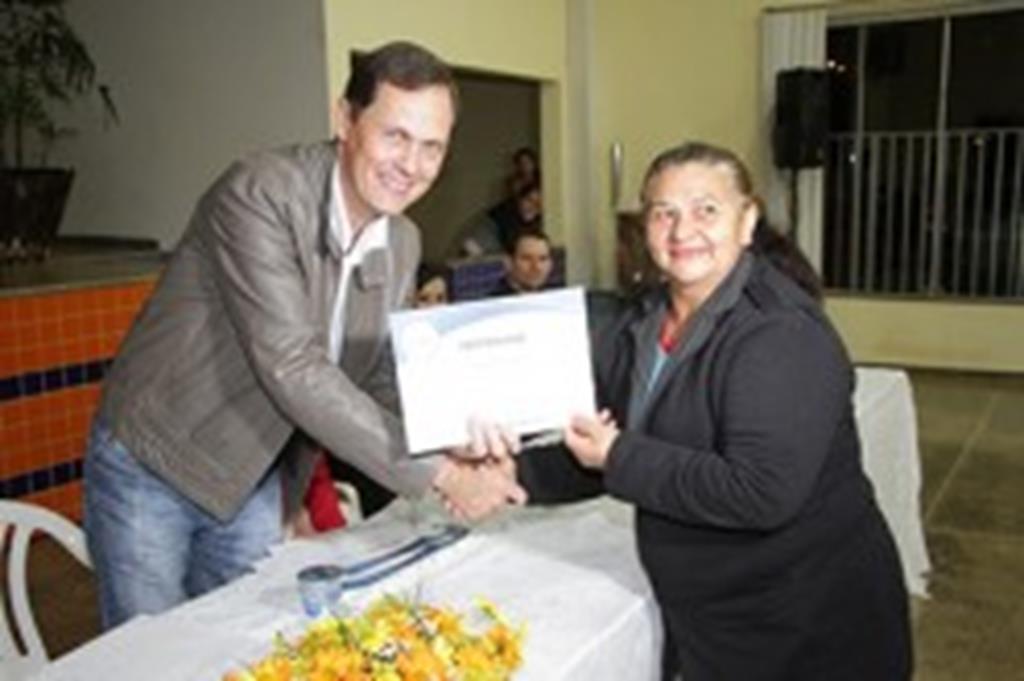CRAS entrega certificado de conclusão de curso a 150 alunos