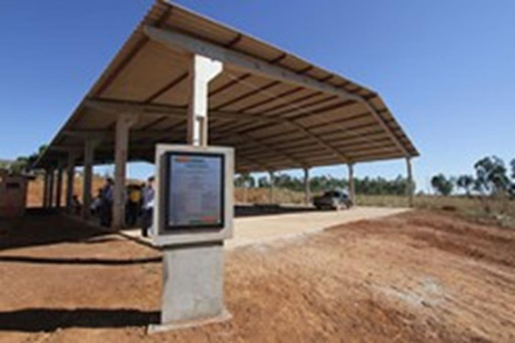 Administração Municipal entrega barracão multiuso no 28 de Outubro