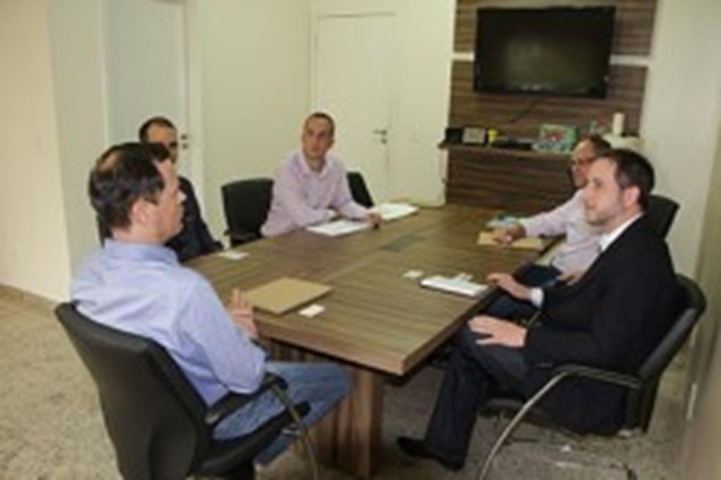 Diretores da Monsanto expõem projeto de expansão ao prefeito Fábio