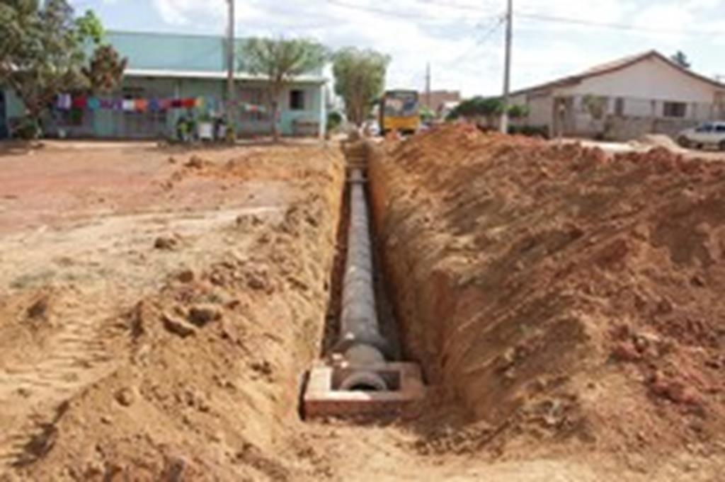 Prefeitura investe em drenagem de avenida