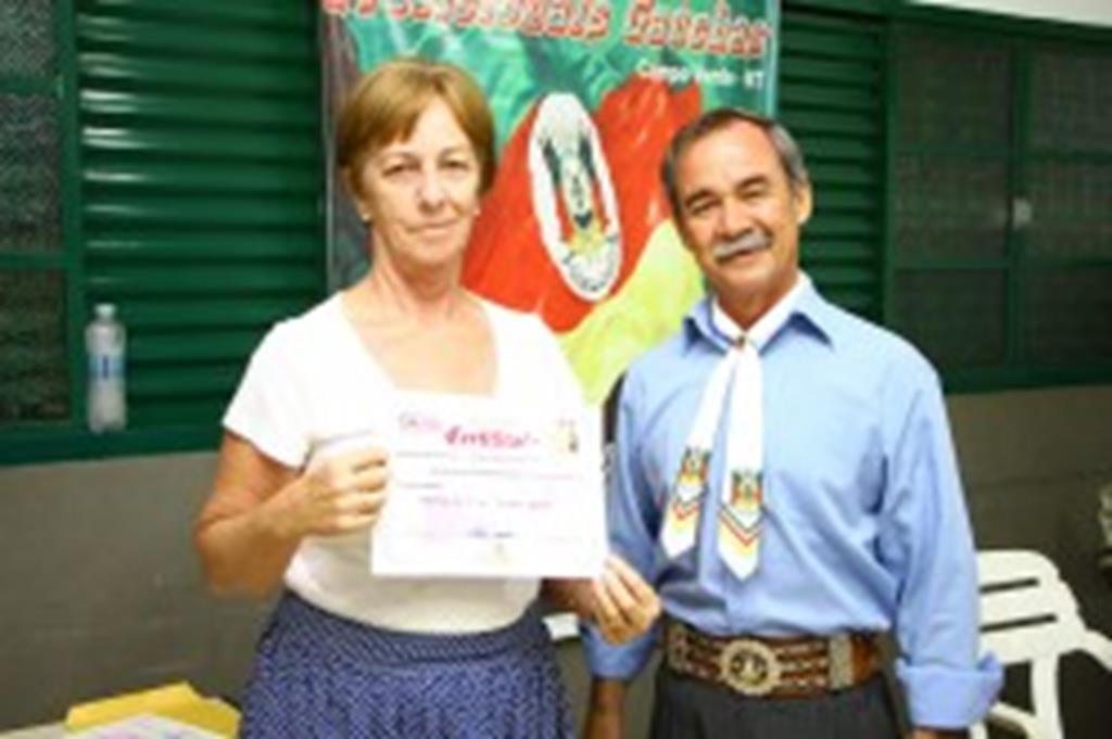Participantes do curso de danças gaúchas recebem certificados