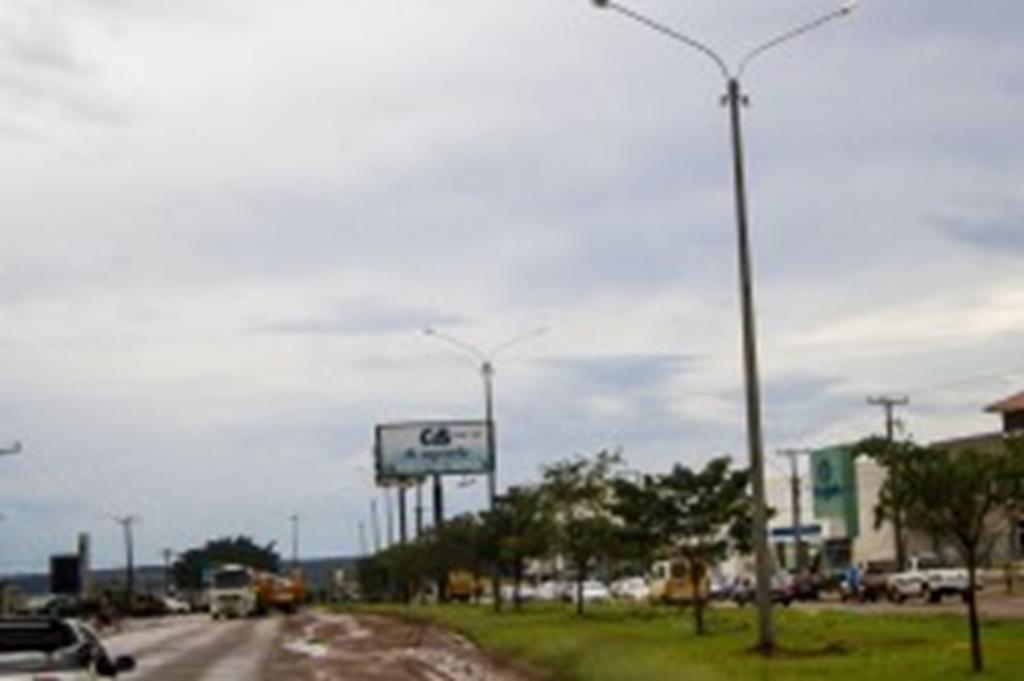Superpostes são instalados na Brasil e na Santa Maria