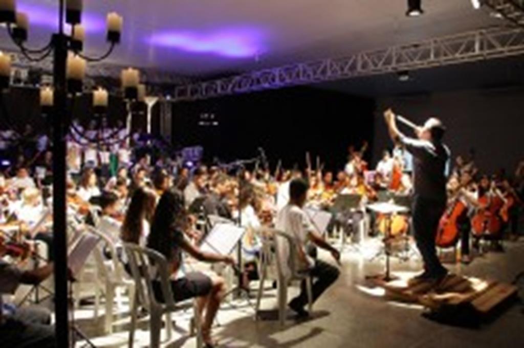 Músicos mostram talento durante Cantata de Natal da Orquestra Sinfônica Jovem de Campo Verde