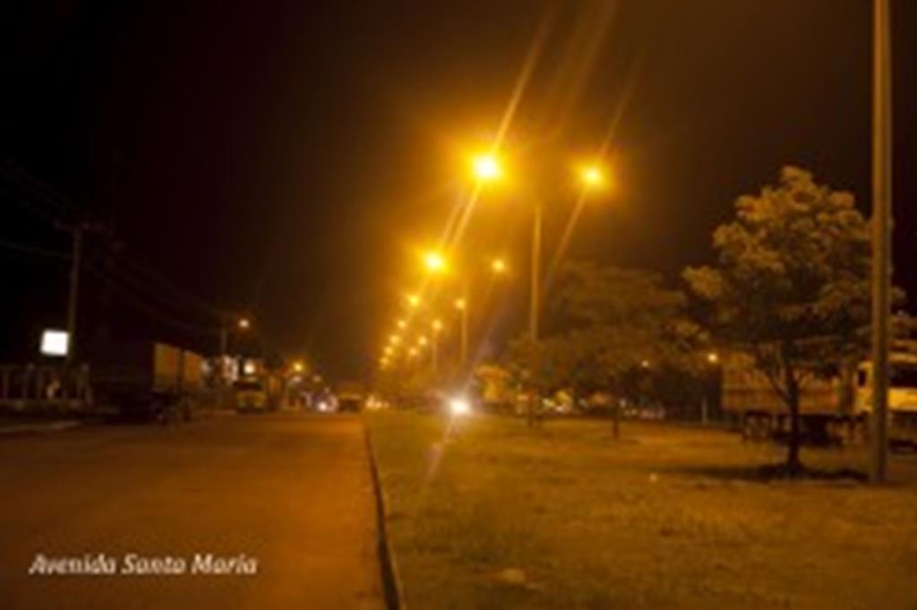 Iluminação com super postes muda aspecto da Avenida Santa Maria