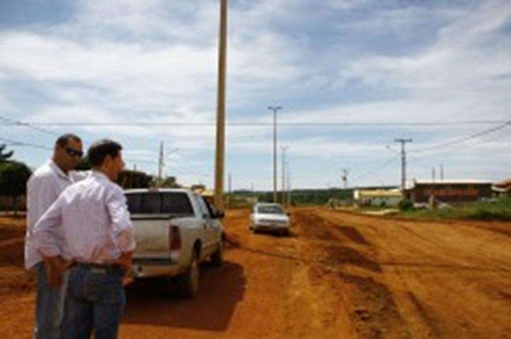 SMOV recupera ruas no bairro São Miguel; prefeito vistoria trabalhos