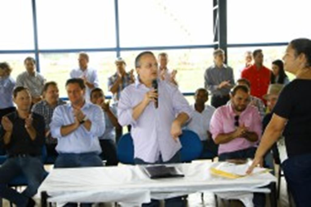 """""""Não adianta ficar só falando"""", diz governador durante assinatura de TCT"""