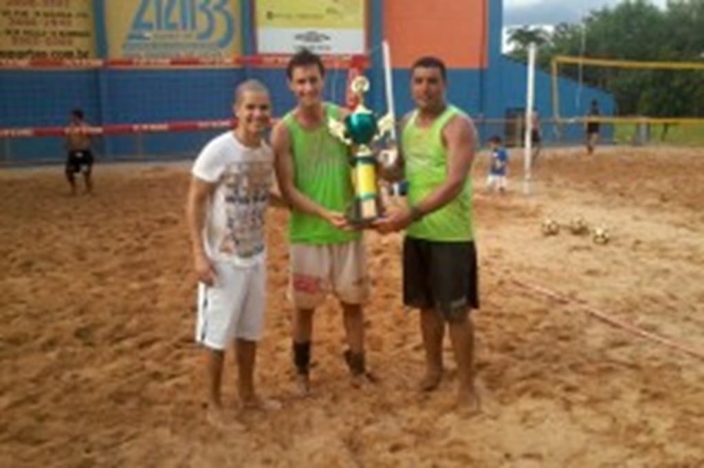 Dupla de Campo Verde conquista título em torneio de futevôlei