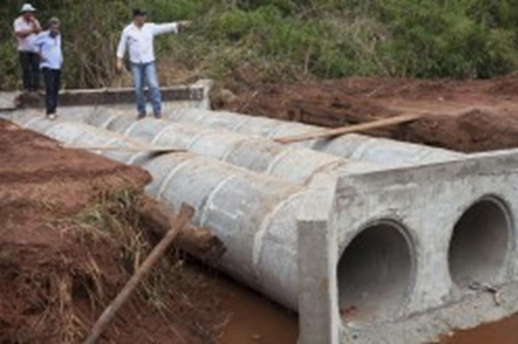 Prefeitura substitui ponte por bueiro no Dom Ozório