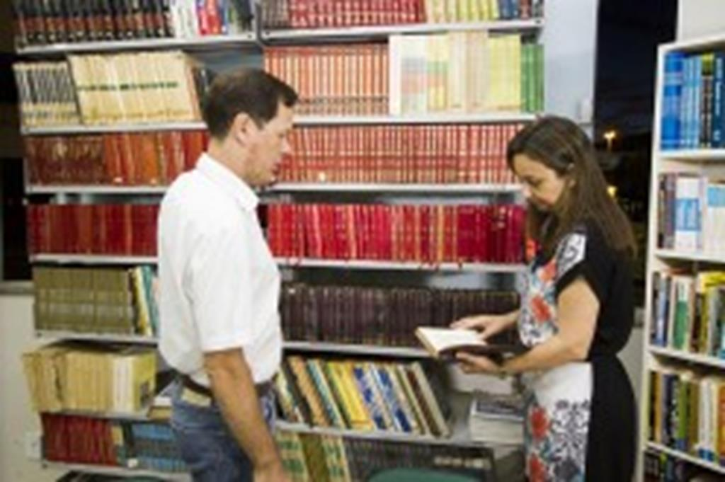Prefeito e secretária destacam importância da leitura na reabertura