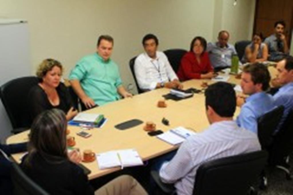 Prefeito e secretária participam de reunião com secretário estadual de Saúde