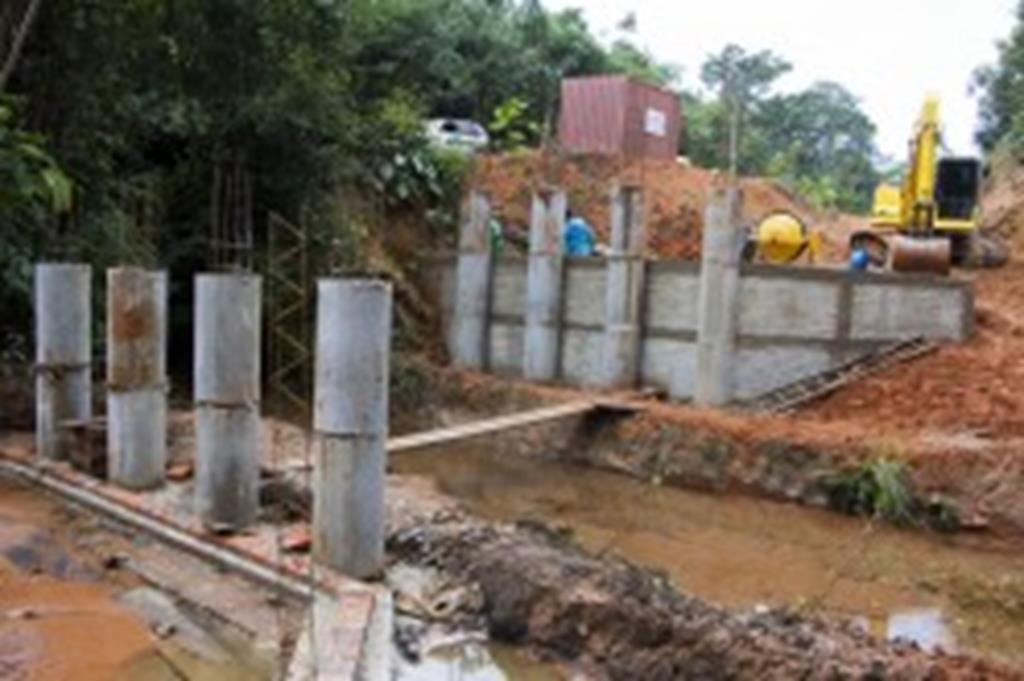 Prefeitura constrói ponte de concreto sobe o córrego Ventania