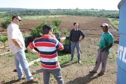 Prefeito e secretário visitam propriedades em assentamento