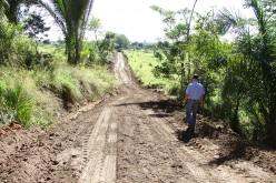 Prefeito vistoria obra na cidade e recuperação de estradas na zona rural