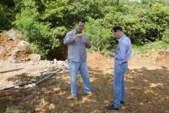 Em visita a área degradada no jardim Campo Verde, prefeito  diz que só investimento em galeria resolve o problema
