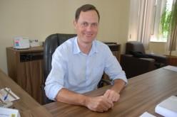 Prefeitura concede reposição salarial, readequada salários e economiza mais de R$ 800 mil