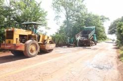 Em parceria com o Governo, prefeitura de Campo Verde realiza tapa-buracos na MT-344