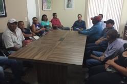 Prefeito recebe moradores do Assentamento 14 de Agosto