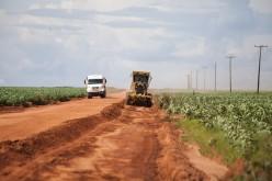 Prefeitura recupera estradas no interior