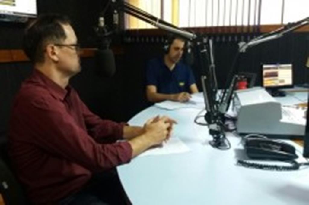 Em entrevista à Rádio Cidade Bela, prefeito fala sobre campanhas de recuperação fiscal