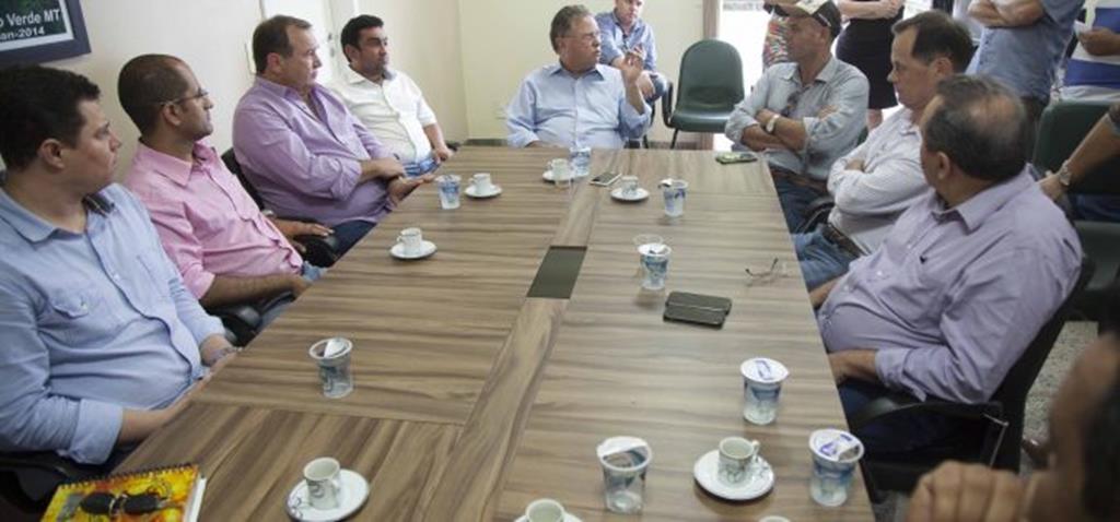 Ministro Blairo Maggi visita Campo Verde se reúne com lideranças locais