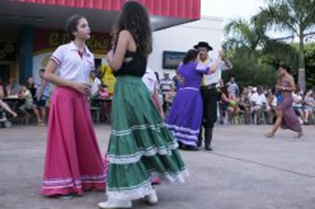 Mateada Cultura reúne dezenas de pessoas e mostra tradição gaúcha