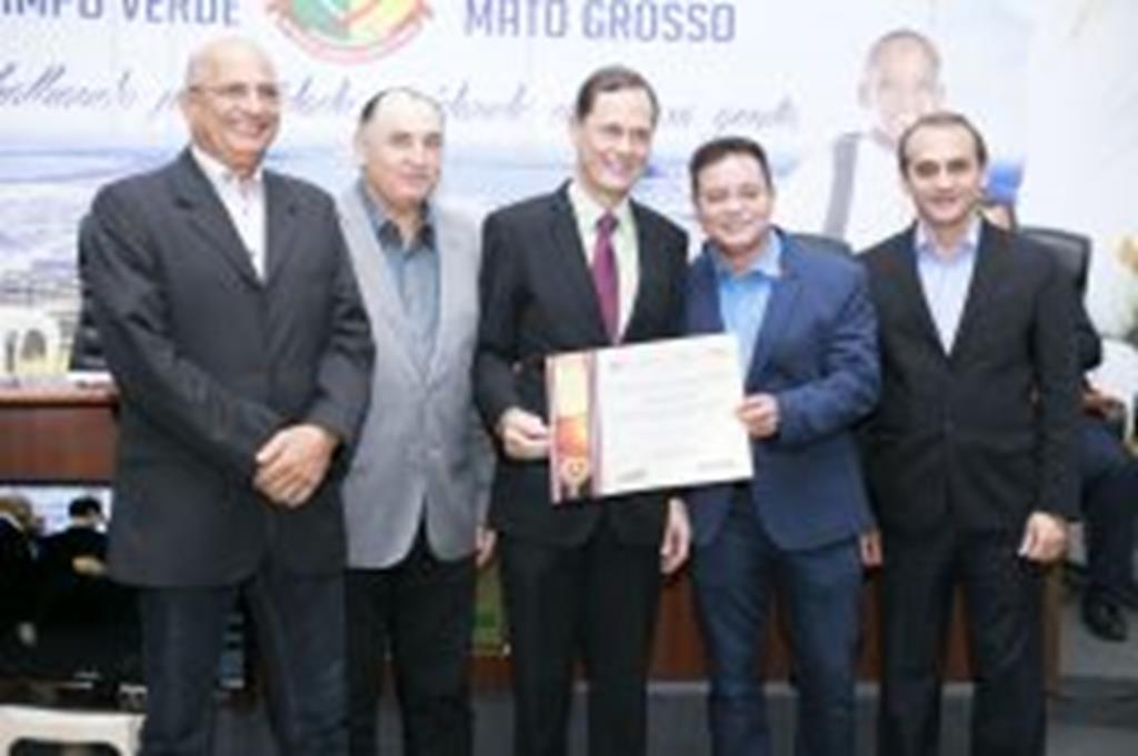 AL homenageia personalidades de Campo Verde