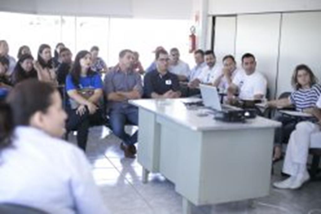 Reunião entre servidores da Atenção Básica e vereadores esclarece sobre atendimento à população