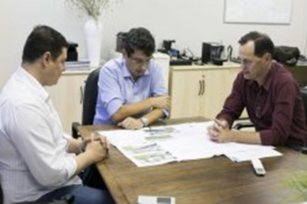 Projetos para construção de portais são apresentados a Sinfra e ao Dnit