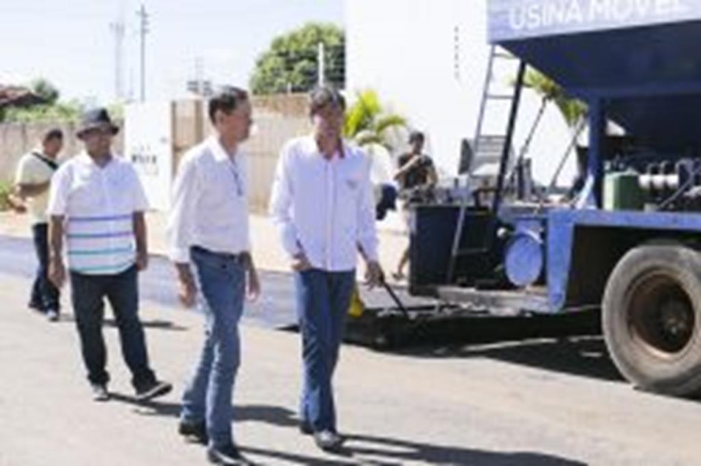 Prefeito anuncia continuidade das obras de pavimentação no São Miguel e no Estação da Luz