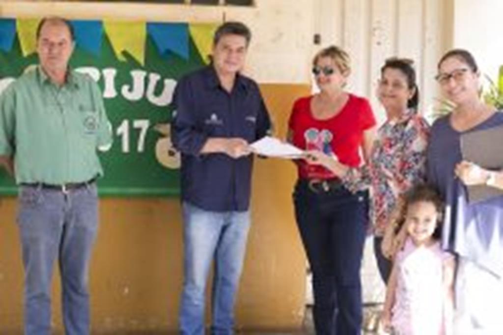 Professores da Escola Jupiara pedem reforma ao adjunto de Educação