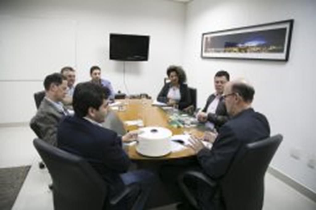 Prefeito, secretário e representantes de indústrias têxteis se reúnem com secretário de Desenvolvimento Econômico de Mato Grosso
