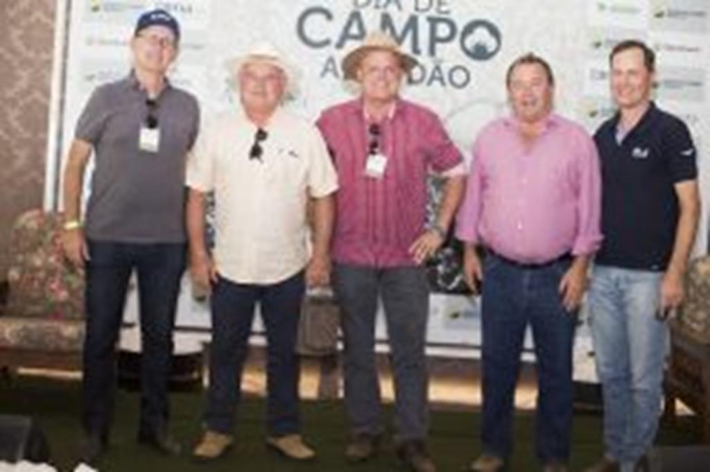 """""""Dia de Campo"""" reúne produtores, técnicos e indústrias têxteis"""