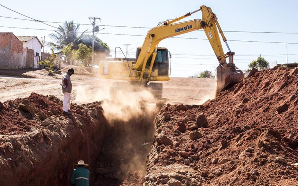 Galerias pluviais começam a ser construídas na avenida Beija-Flor